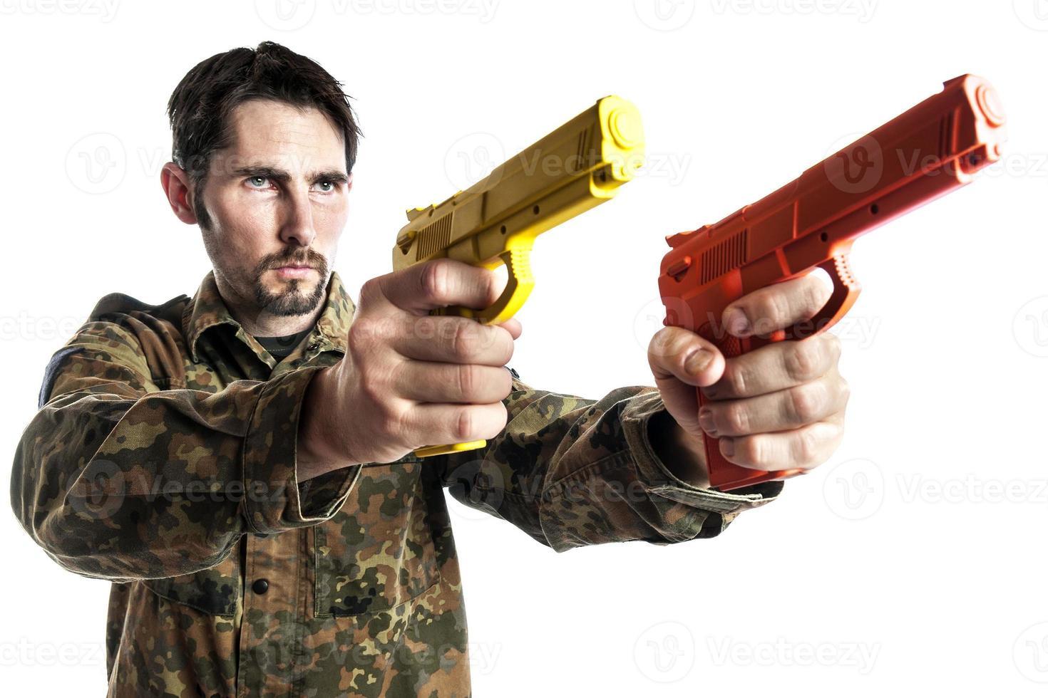 zelfverdediging instructeur met training pistool foto