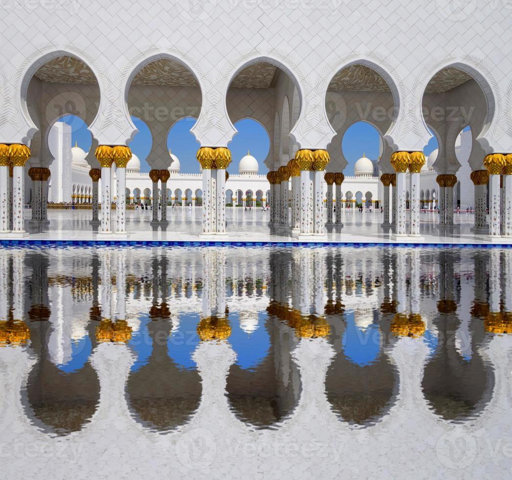 sjeik zayed-moskee in abu dhabi, verenigde arabische emiraten foto