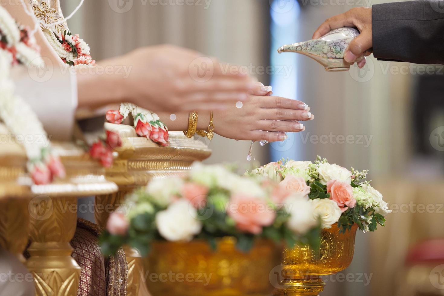 Thais huwelijksceremonie cultuurhuwelijk. - (selectieve focus) foto