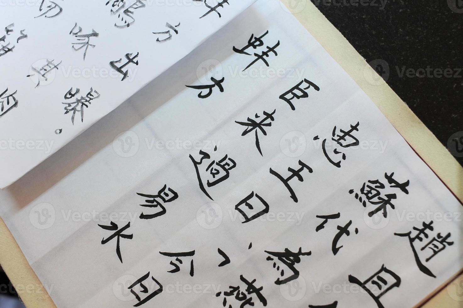 het schrijven van chinese kalligrafie foto