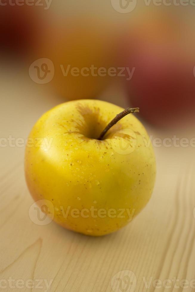 gele appel foto