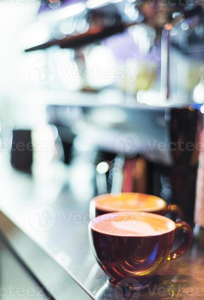 espresso espresso Italiaanse koffiekop met machine foto