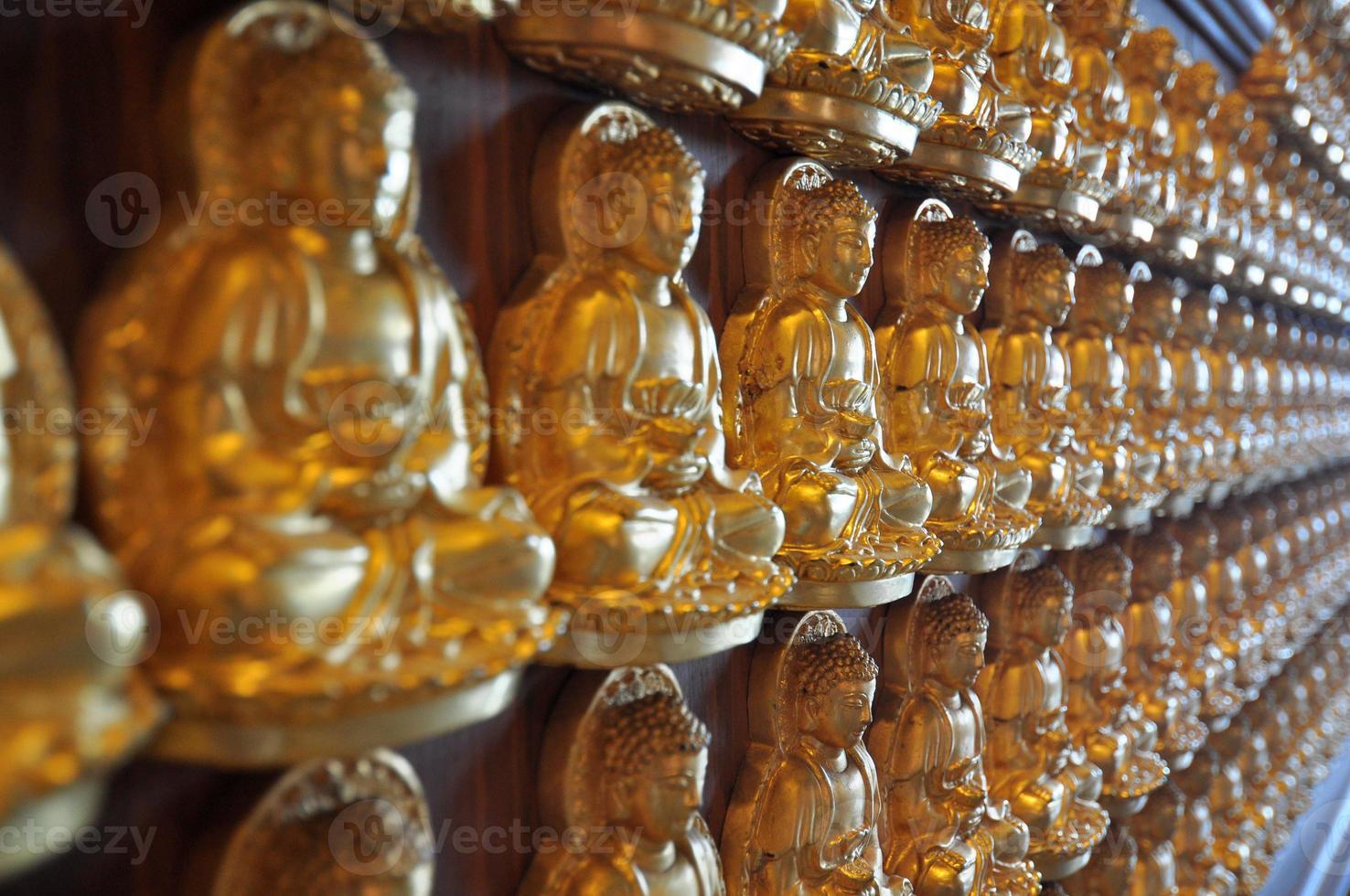 miljoen gouden Boeddhabeeld in Chinese tempel Nonthaburi foto