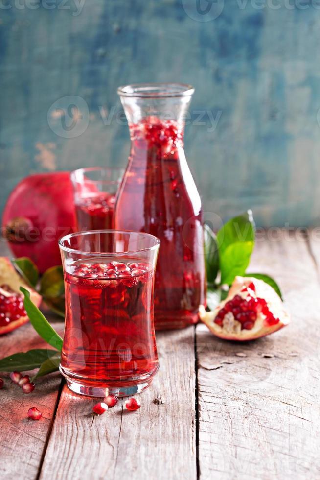 granaatappeldrank met bruisend water foto