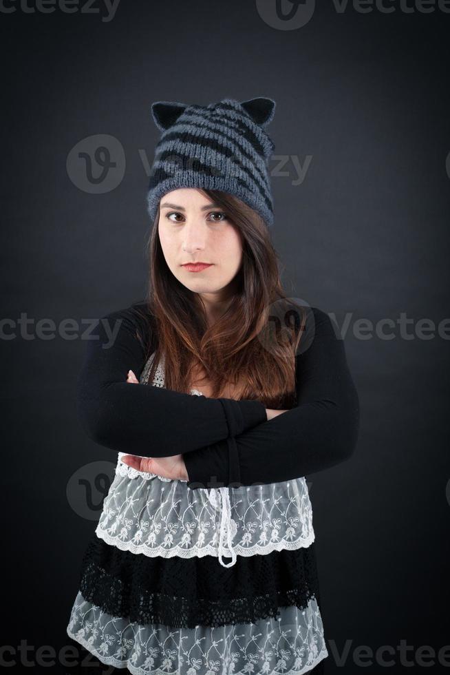 mooie vrouw doet verschillende uitdrukkingen in verschillende sets kleding foto