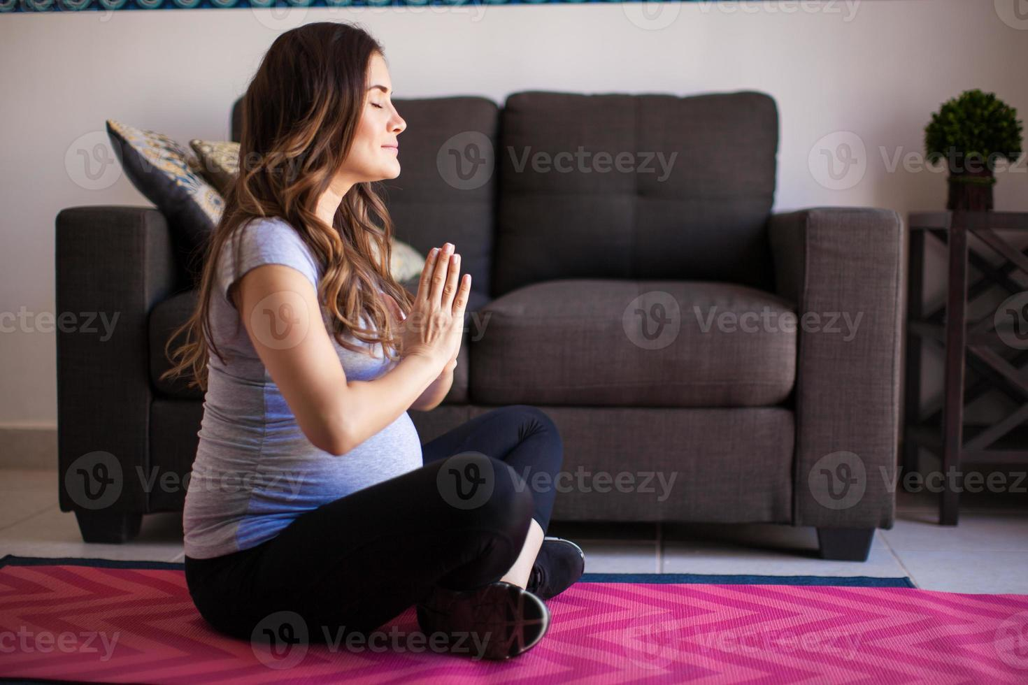 yoga, meditatie en zwangerschap foto