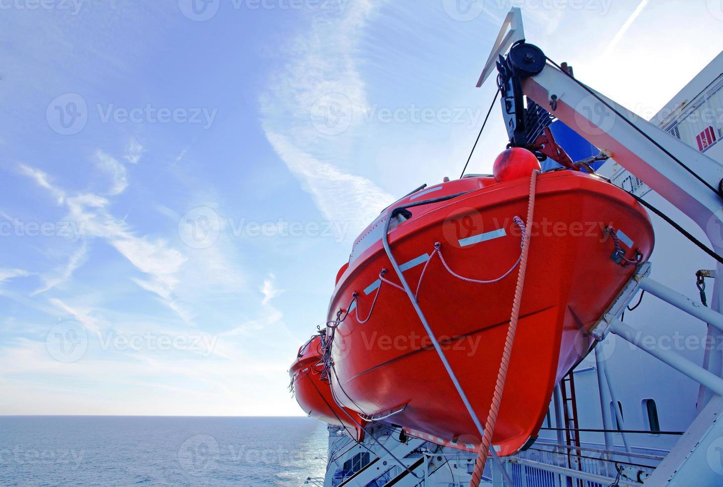 reddingsboten op een veerboot foto