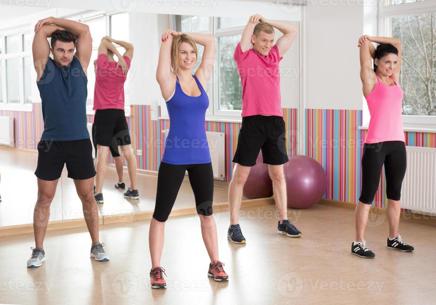 fitnessgroep in de sportschool foto
