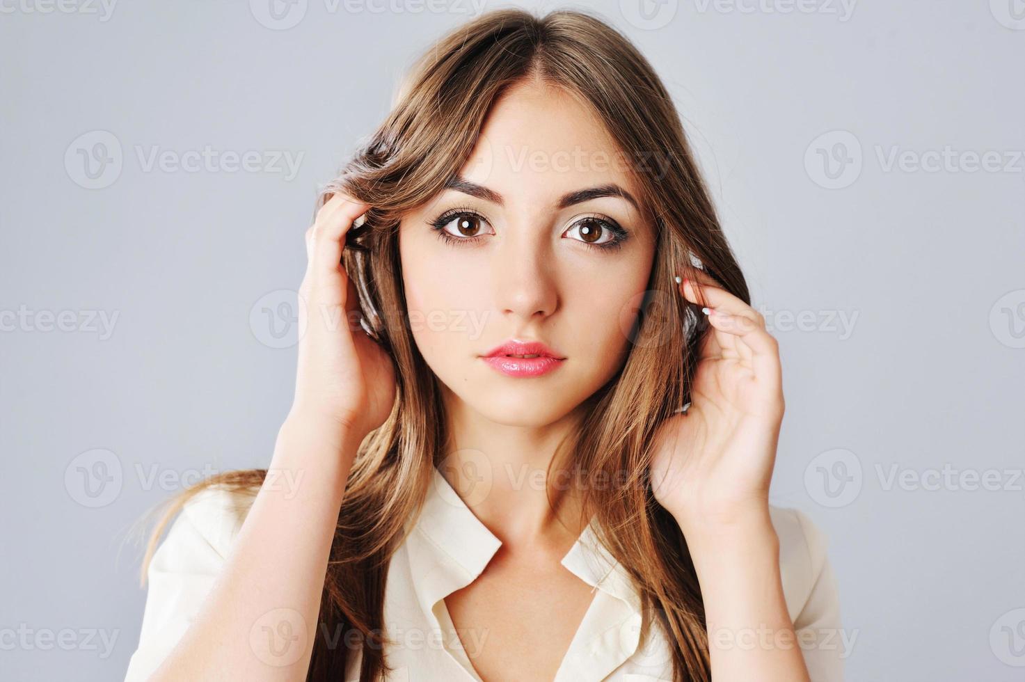portret van jonge blanke vrouw. foto