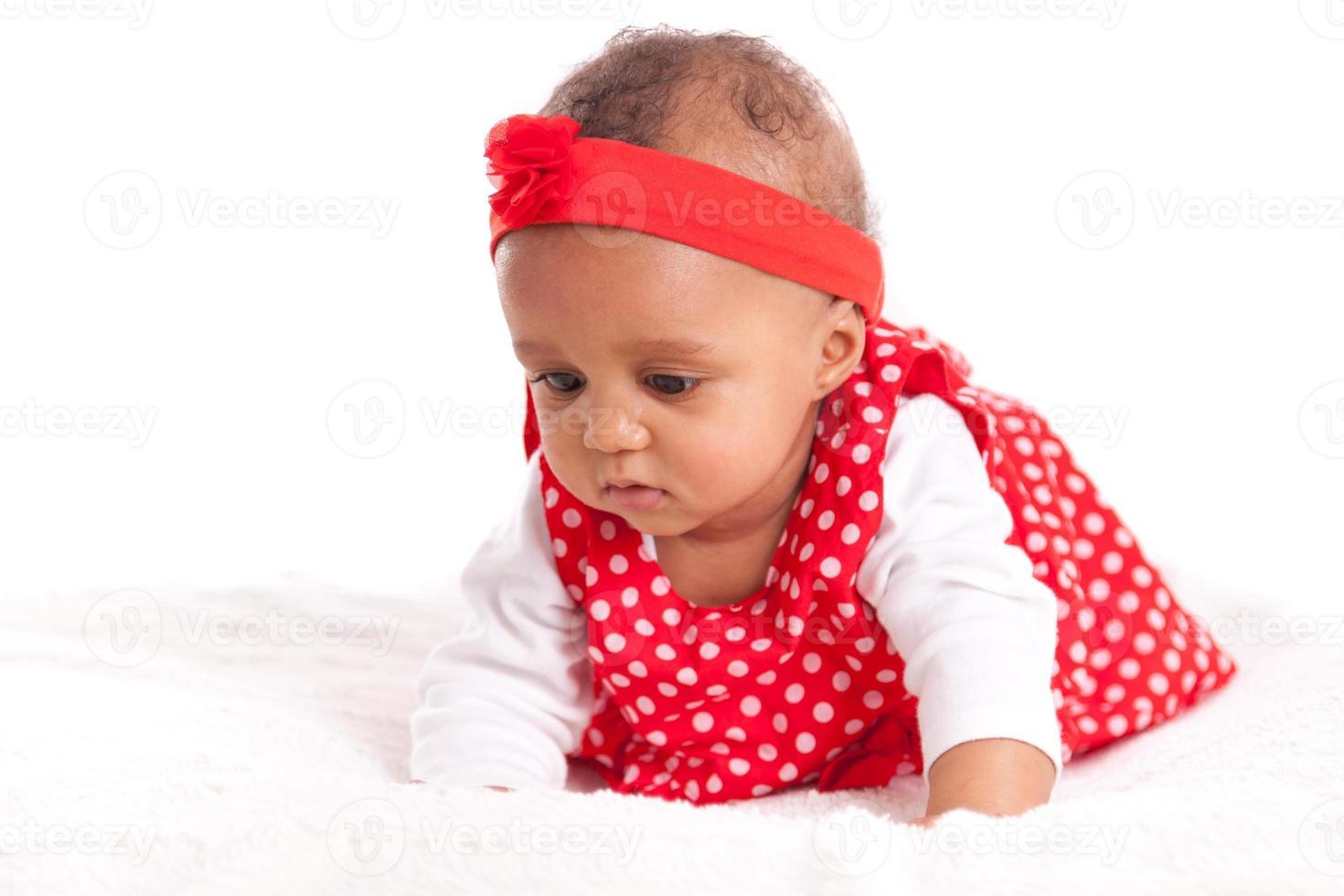 portret van klein Afrikaans Amerikaans meisje spelen - zwart foto