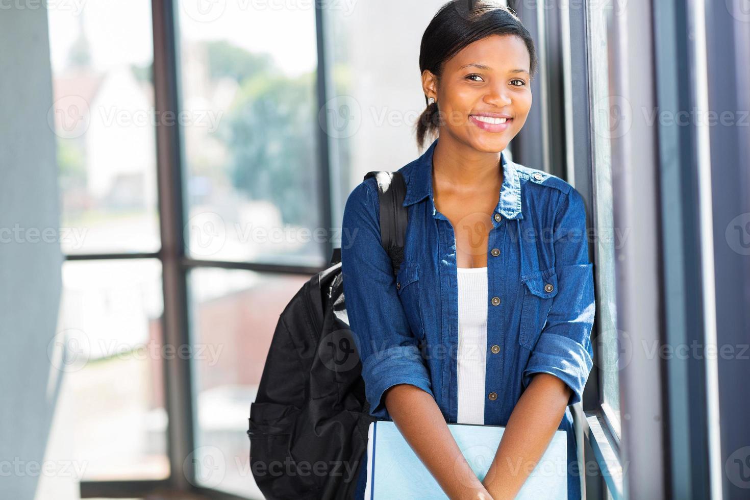 mooie Afro-Amerikaanse universiteitsstudent foto