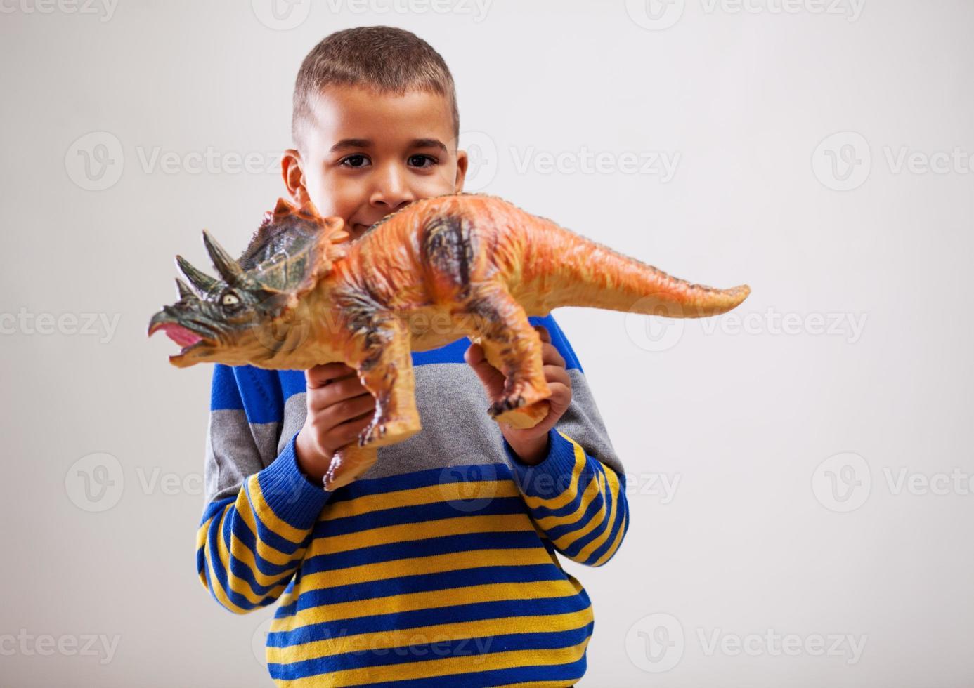 kind en speelgoed foto