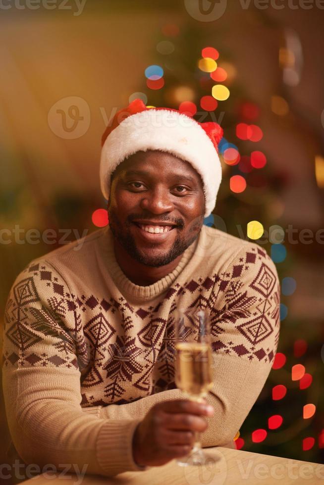 man met champagne foto