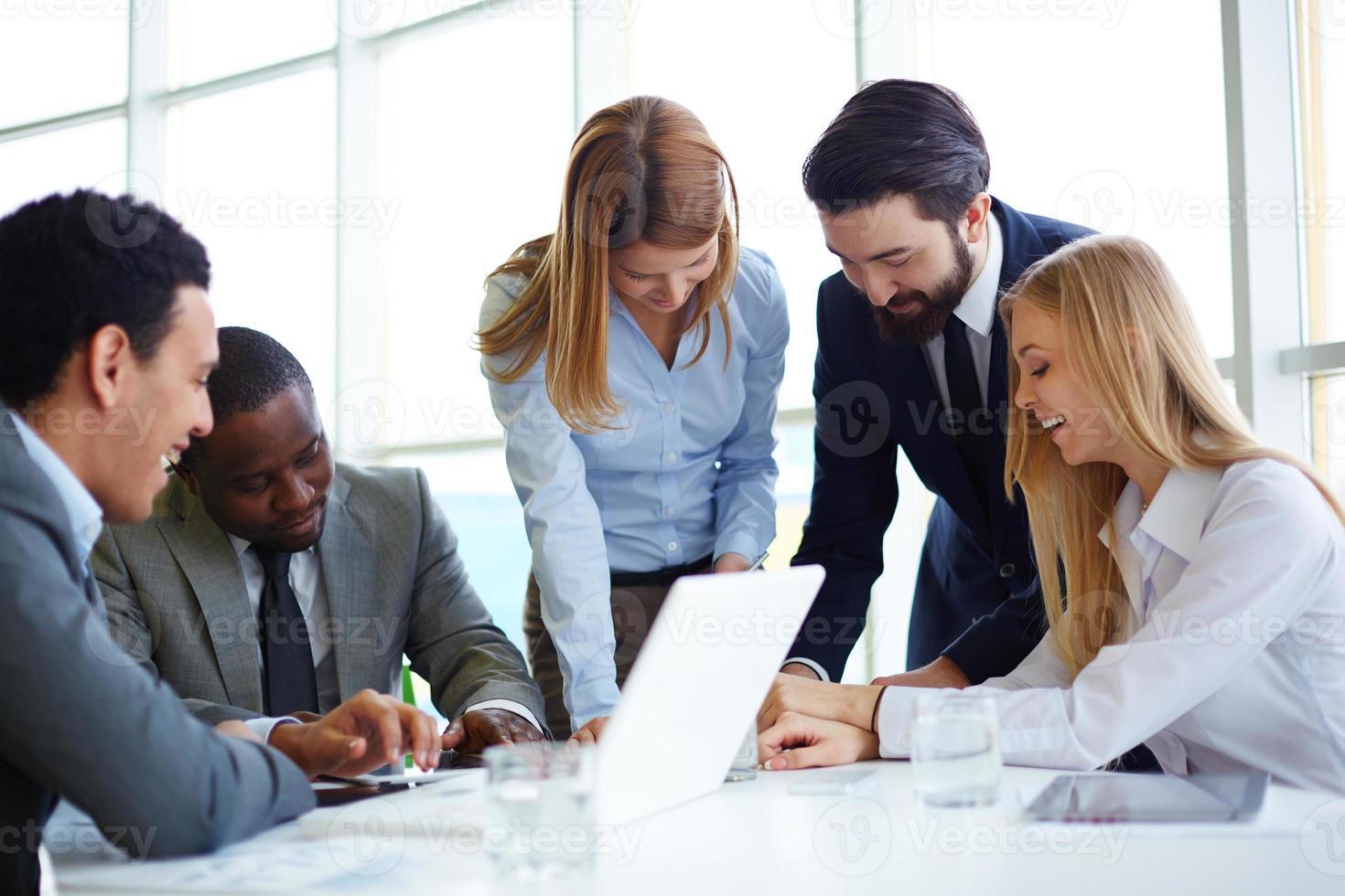 zakelijke partners communiceren foto