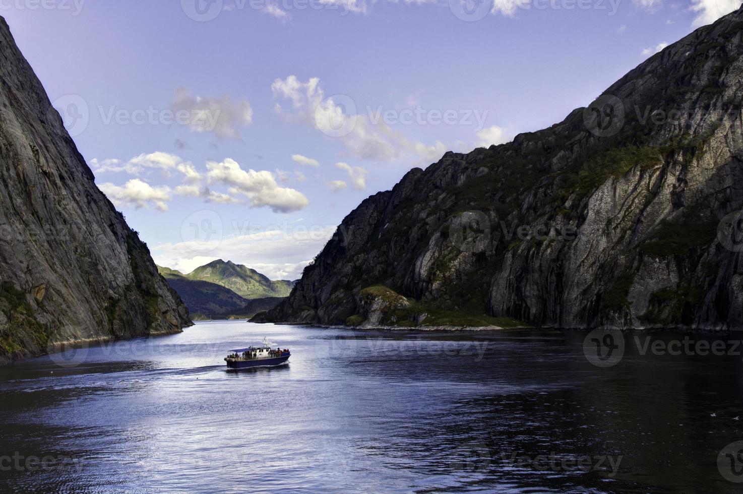 boot in de trollsfjord fjord, Noorwegen foto