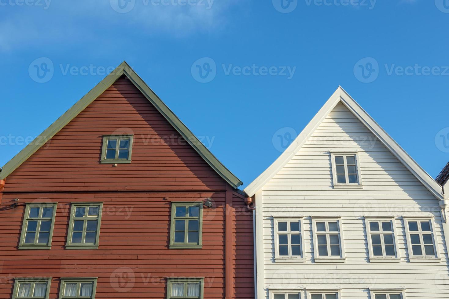 historische gebouwen van bryggen in de stad bergen, noorwegen foto