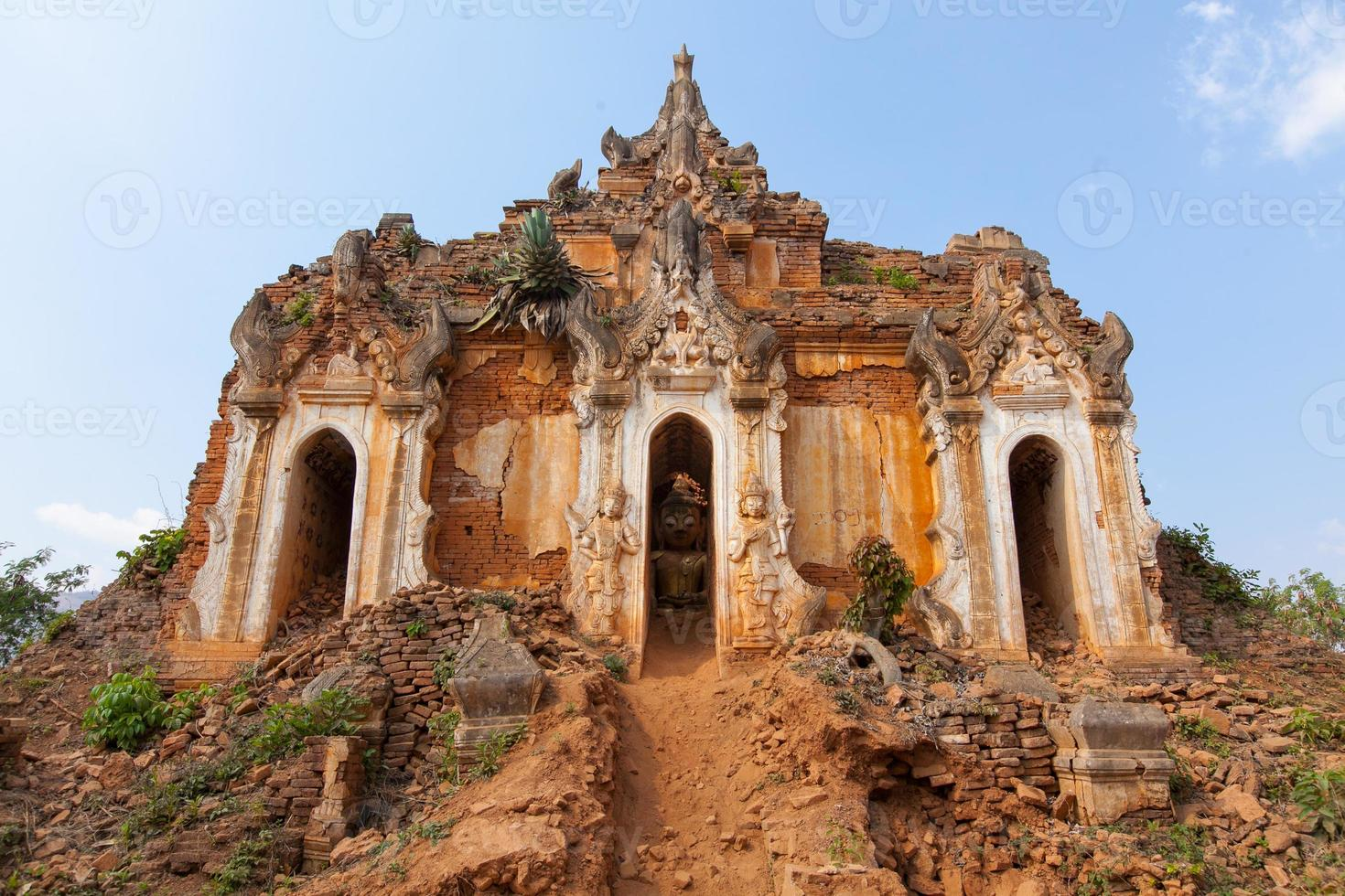 oude stoepa's van shwe indein pagode foto