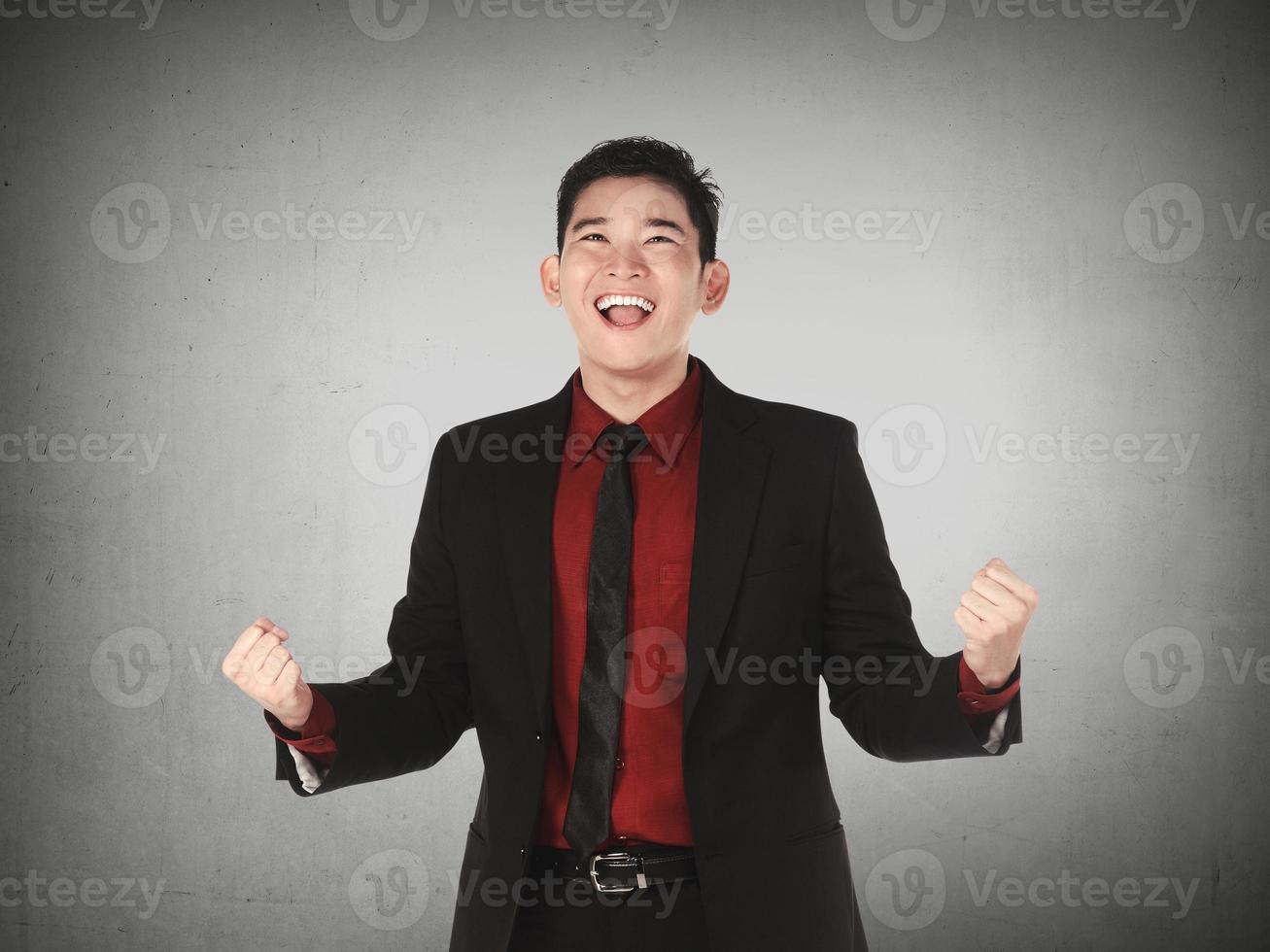Aziatische zakenman gelukkig foto