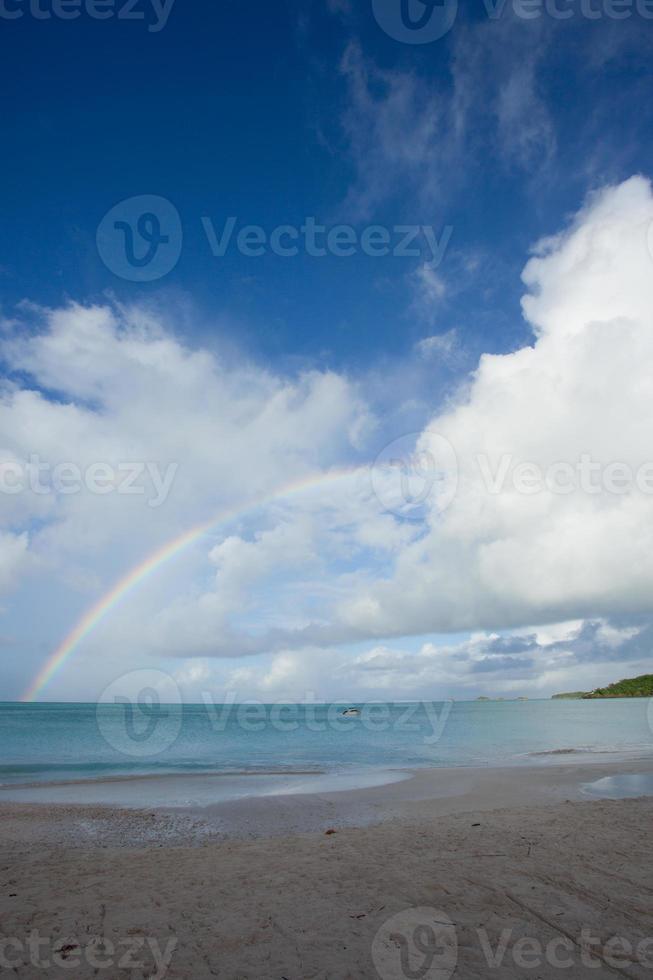 regenboog over carrabien zee foto