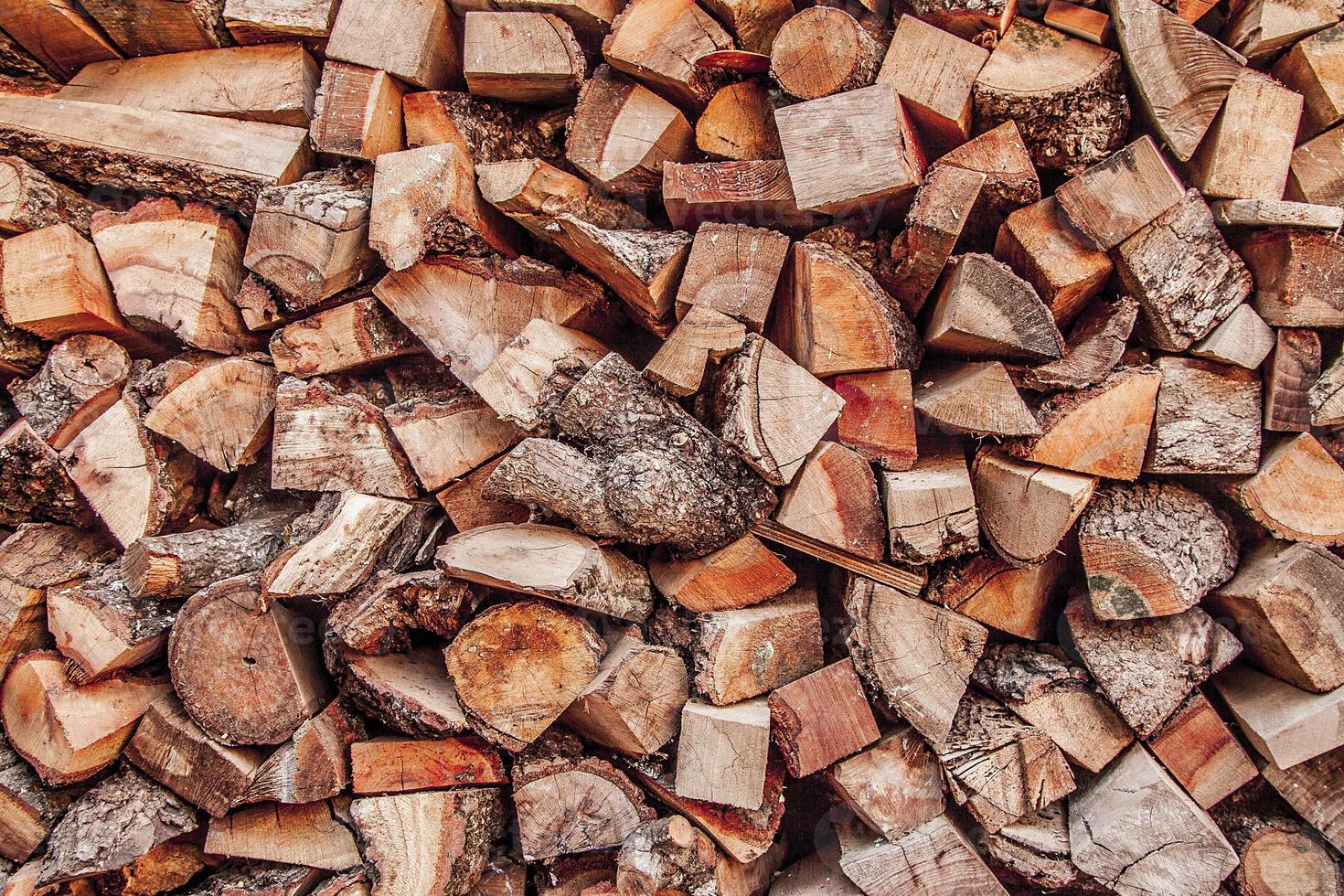 stapel brandhout foto