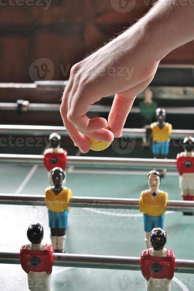 hand drop bal tafelvoetbal foto
