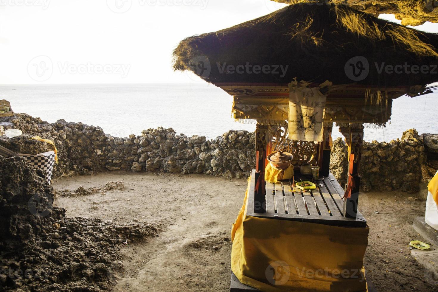 altaar in indu tempel in balangan strand foto