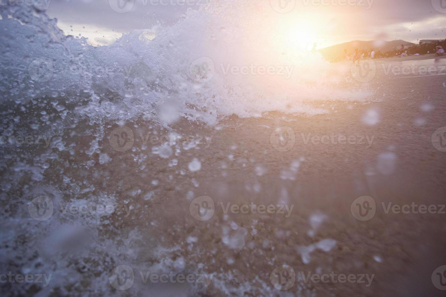 grote golf over zonsondergang foto