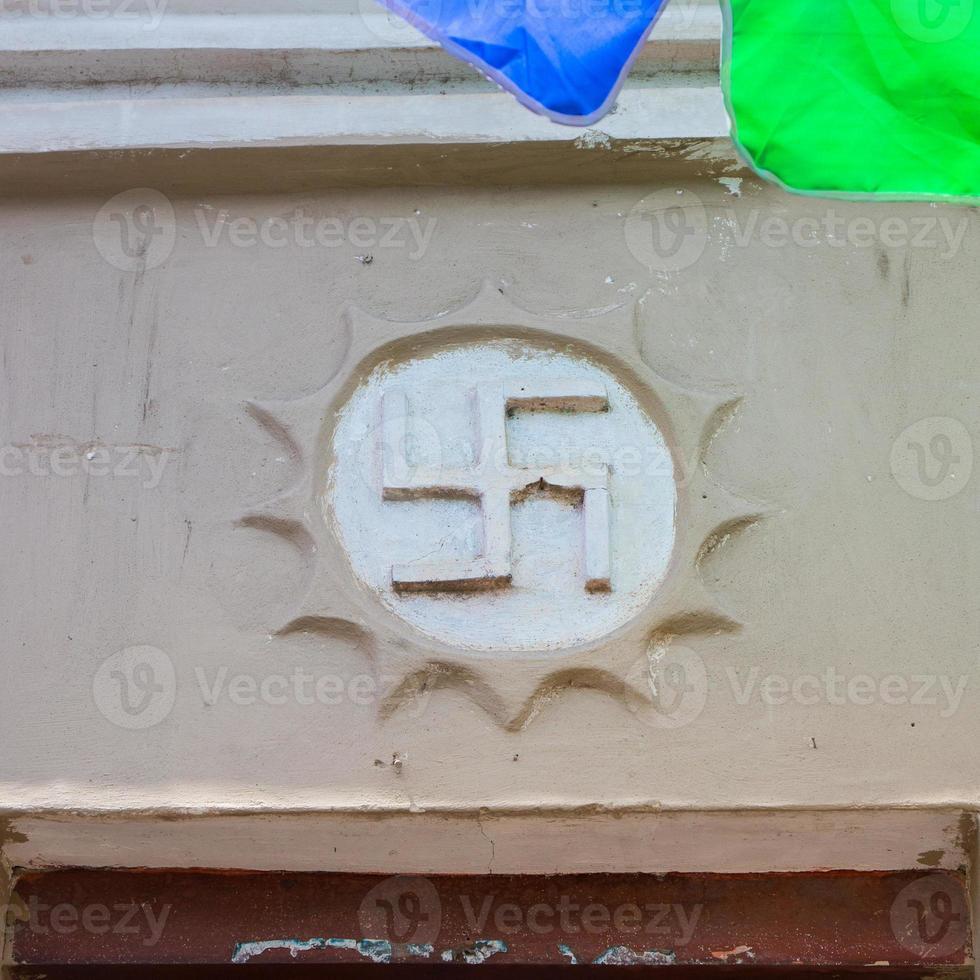 symbool van swastika in een boeddhistische tempel 卐 foto