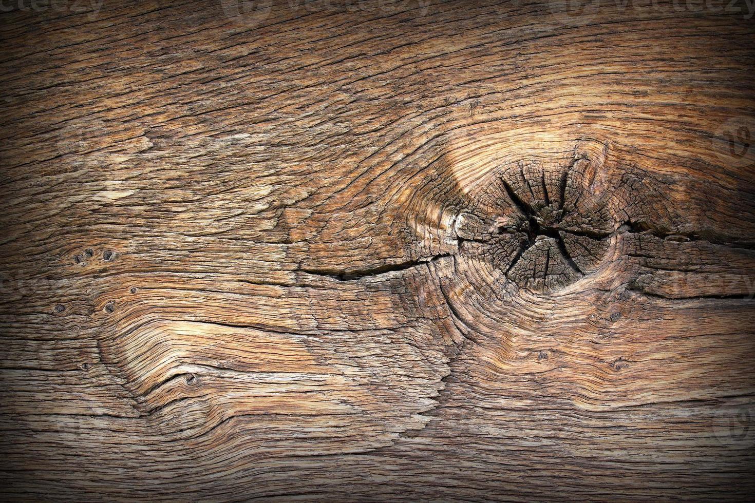 knoop op oude houten plank foto