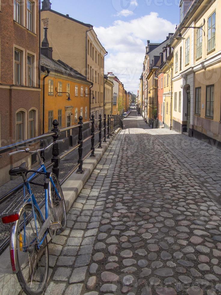 geplaveide steegje in stockholm foto