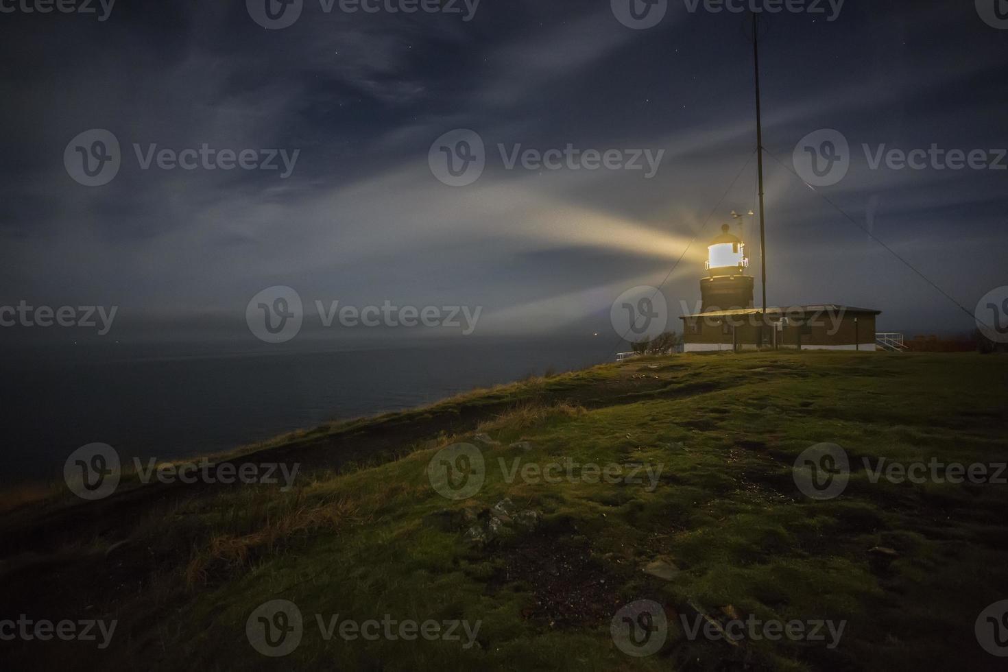 vuurtoren bij nacht foto