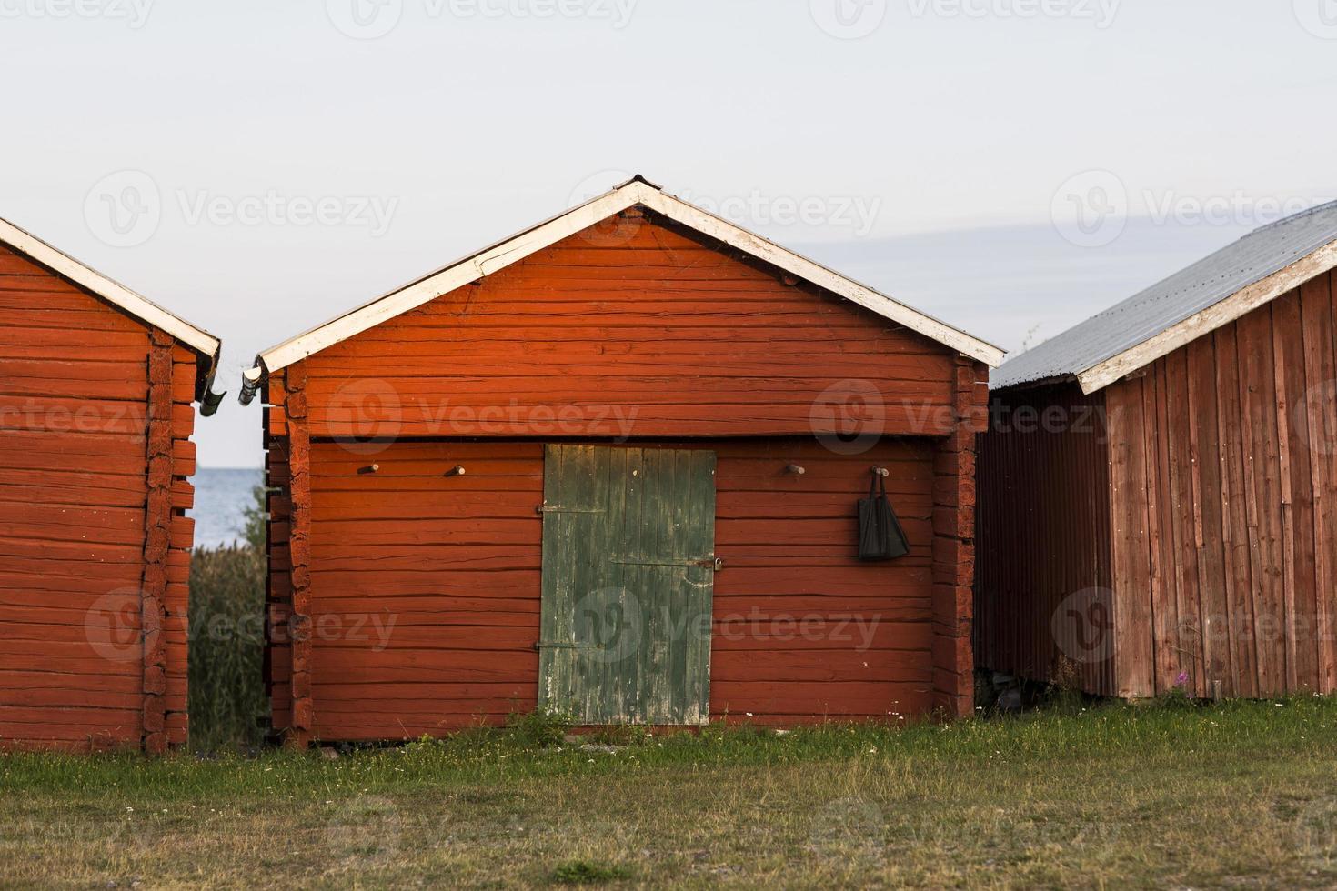 Zweden roodbruin huis in de buurt van meer 5 foto