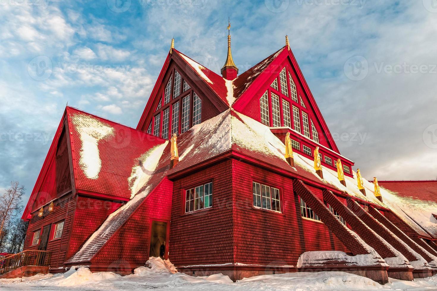 kerk van Kiruna in Zweden tijdens de arctische winter foto
