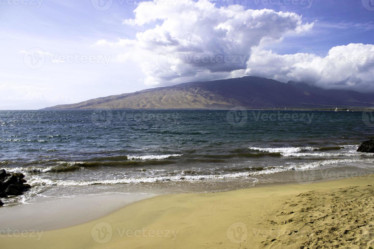 Lanai uitzicht vanaf het eiland Maui foto