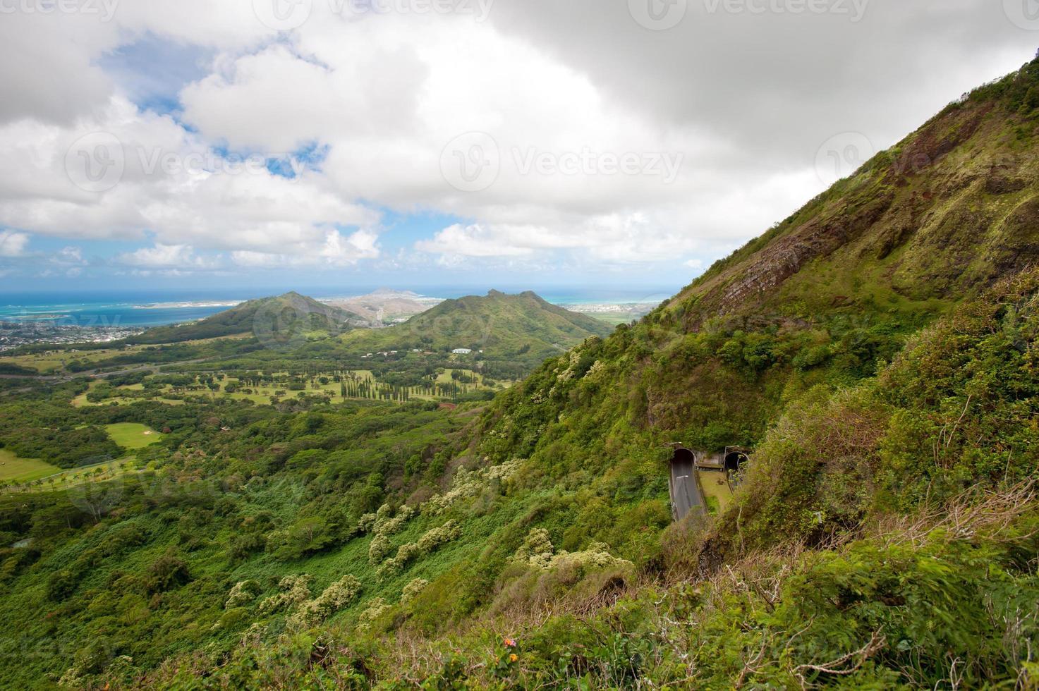 uitzicht op oahu vanaf het uitkijkpunt pali. foto