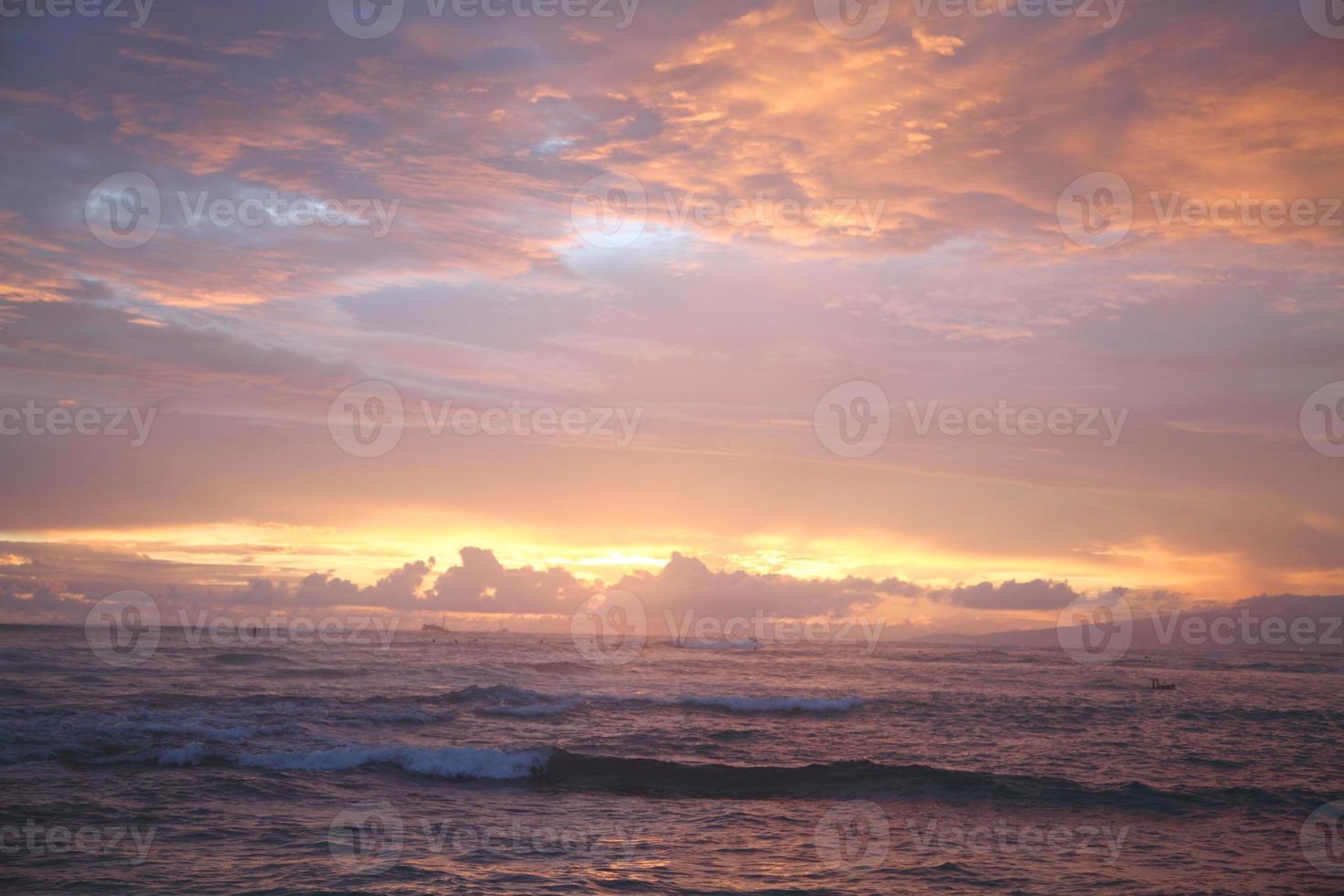 zonsondergang op zee foto