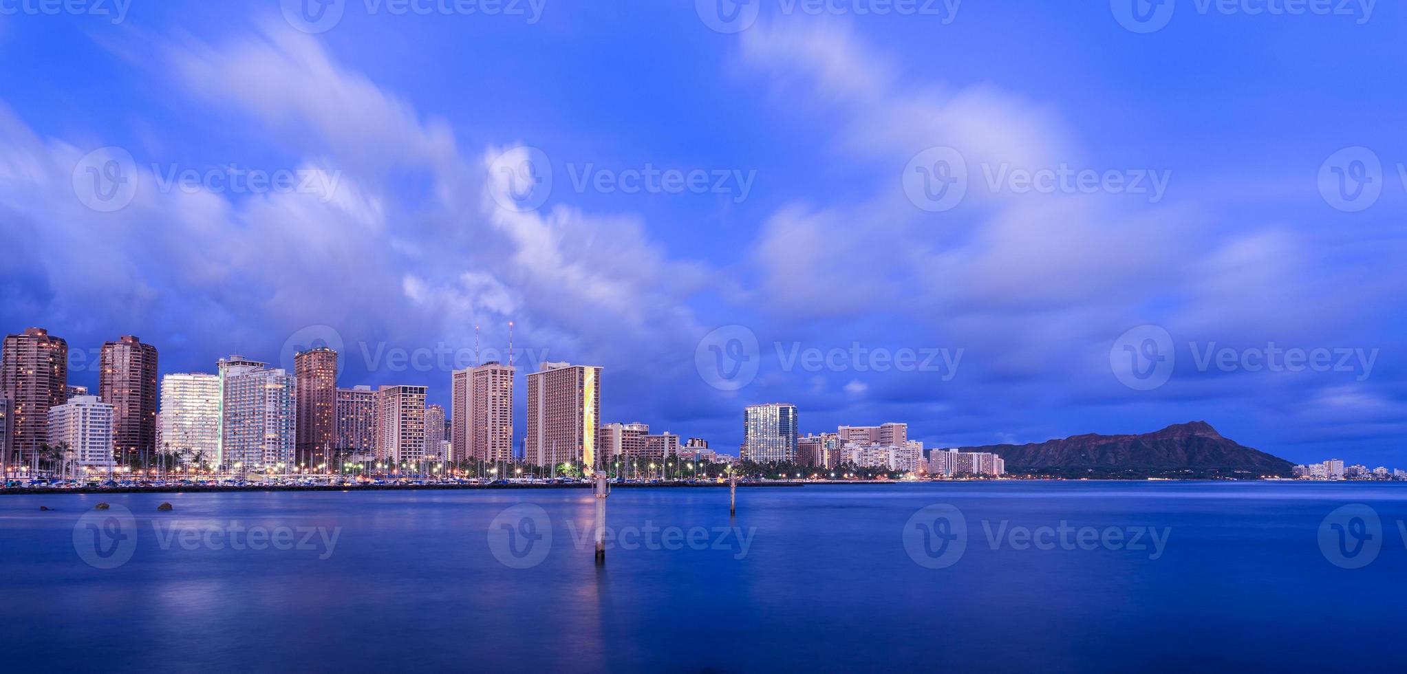 Hawaï skyline bij avondschemering foto
