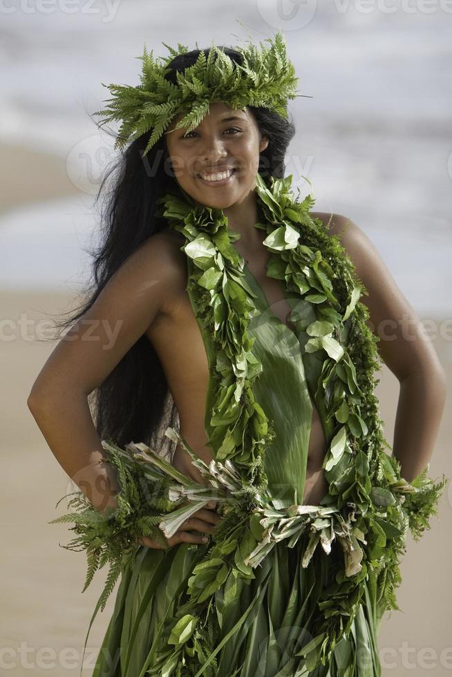 Hawaiiaans hoelameisje op het strand foto