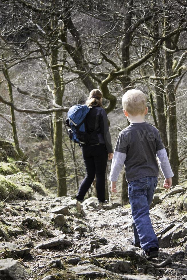 familie wandeling foto
