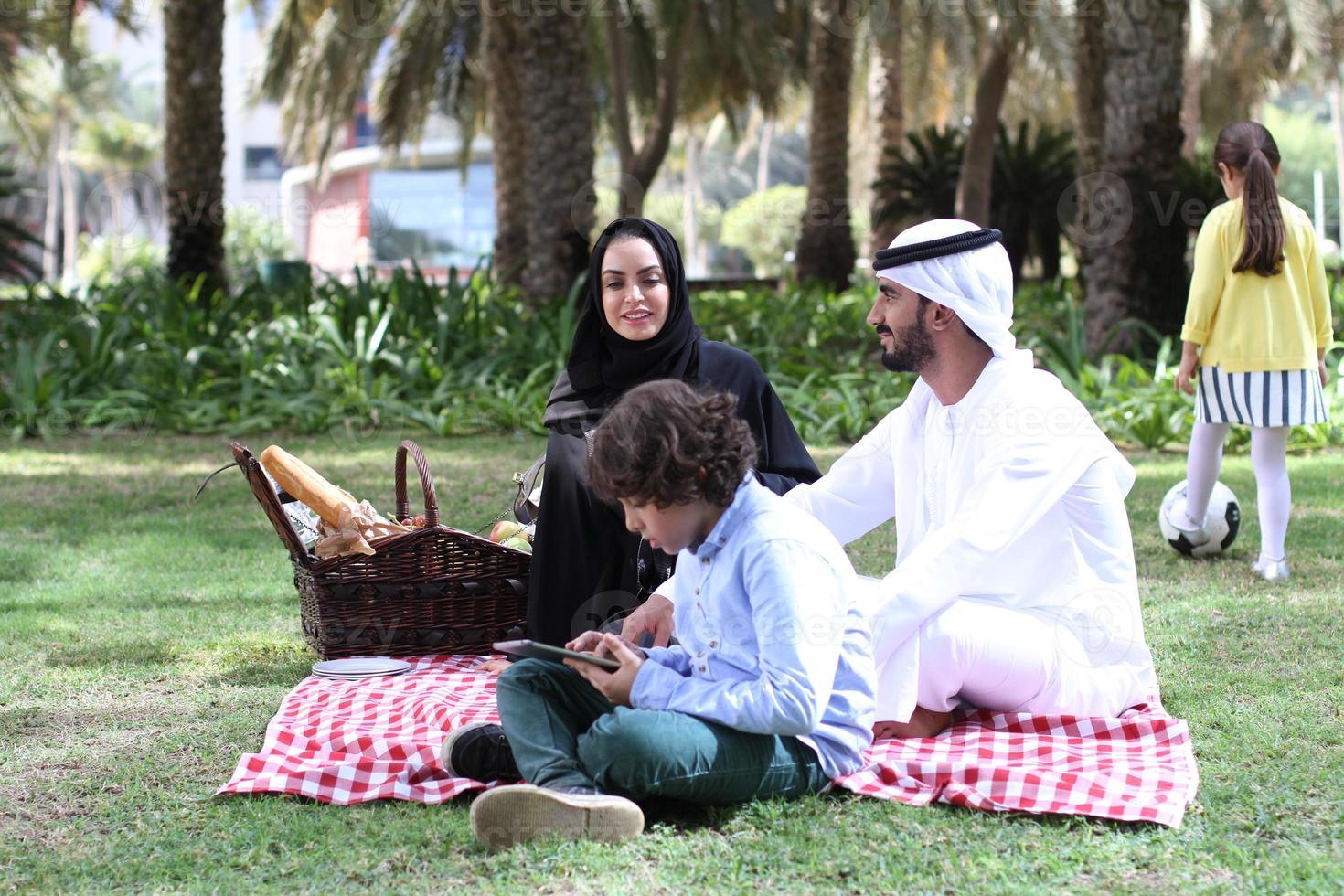 familie in picknick foto