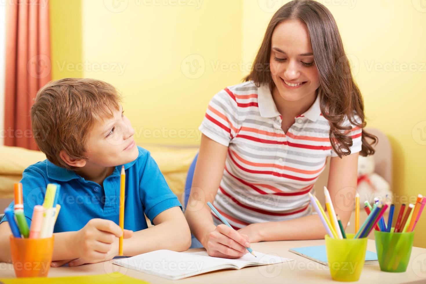 huiswerk met moeder foto