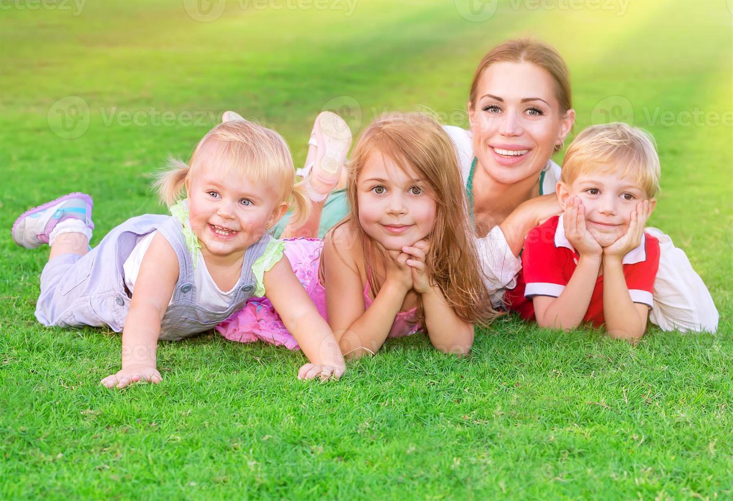 gelukkig groot gezin foto