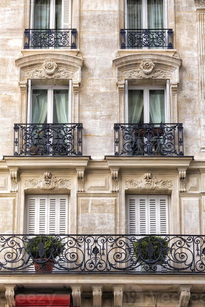 traditionele gevel in Parijs foto