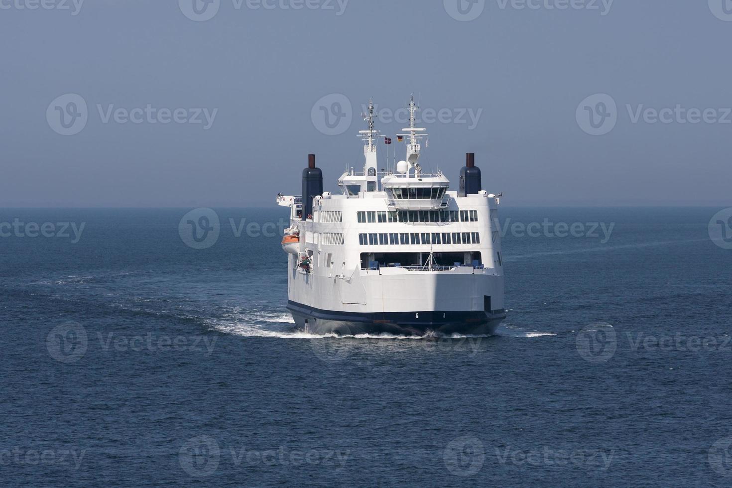 veerboot tussen puttgarden (d) en rodbyhavn (dk) foto