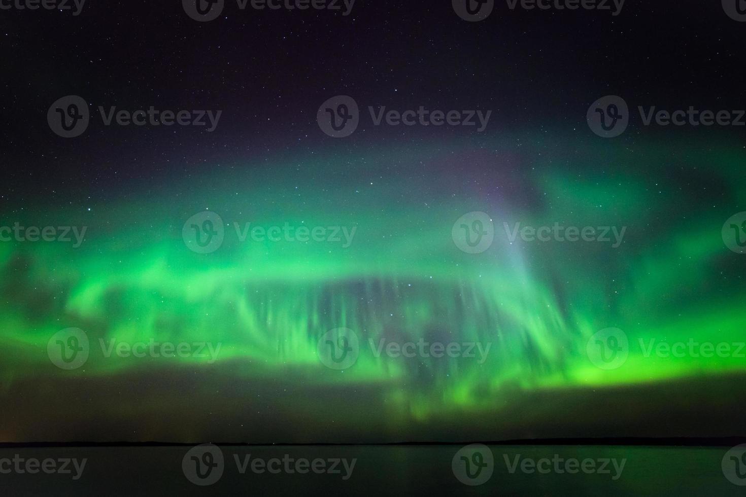 noorderlicht over meer in finland foto