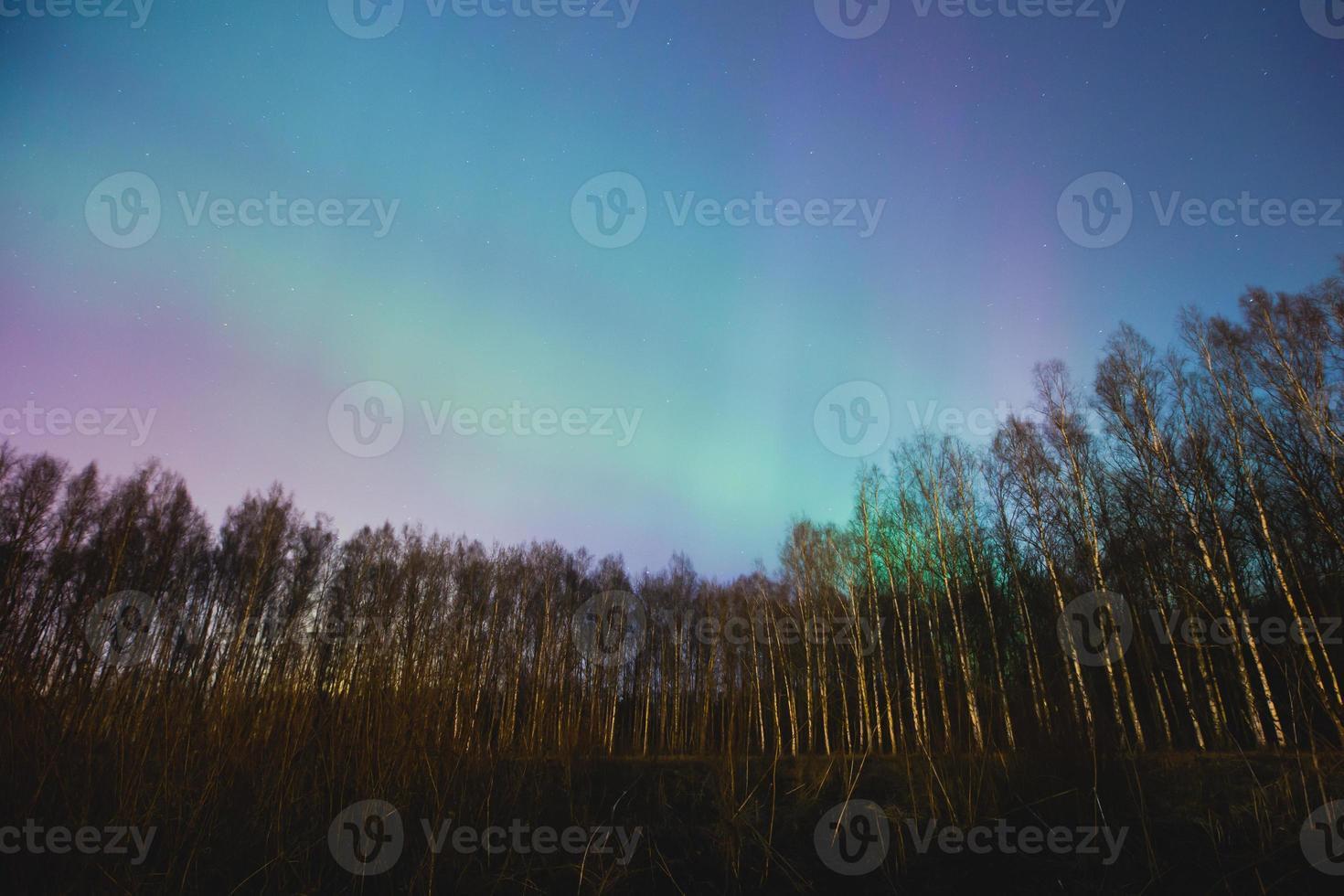 prachtig landschap panoramisch beeld van noorderlicht aurora borealis foto