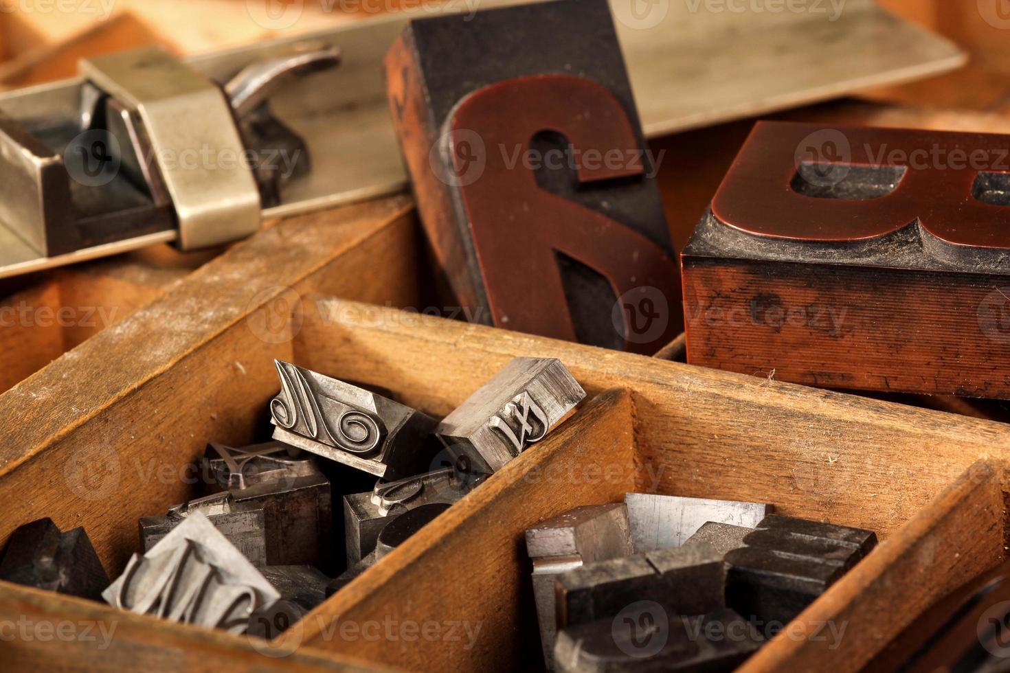 brievenbus met oude houtsoorten en stift foto