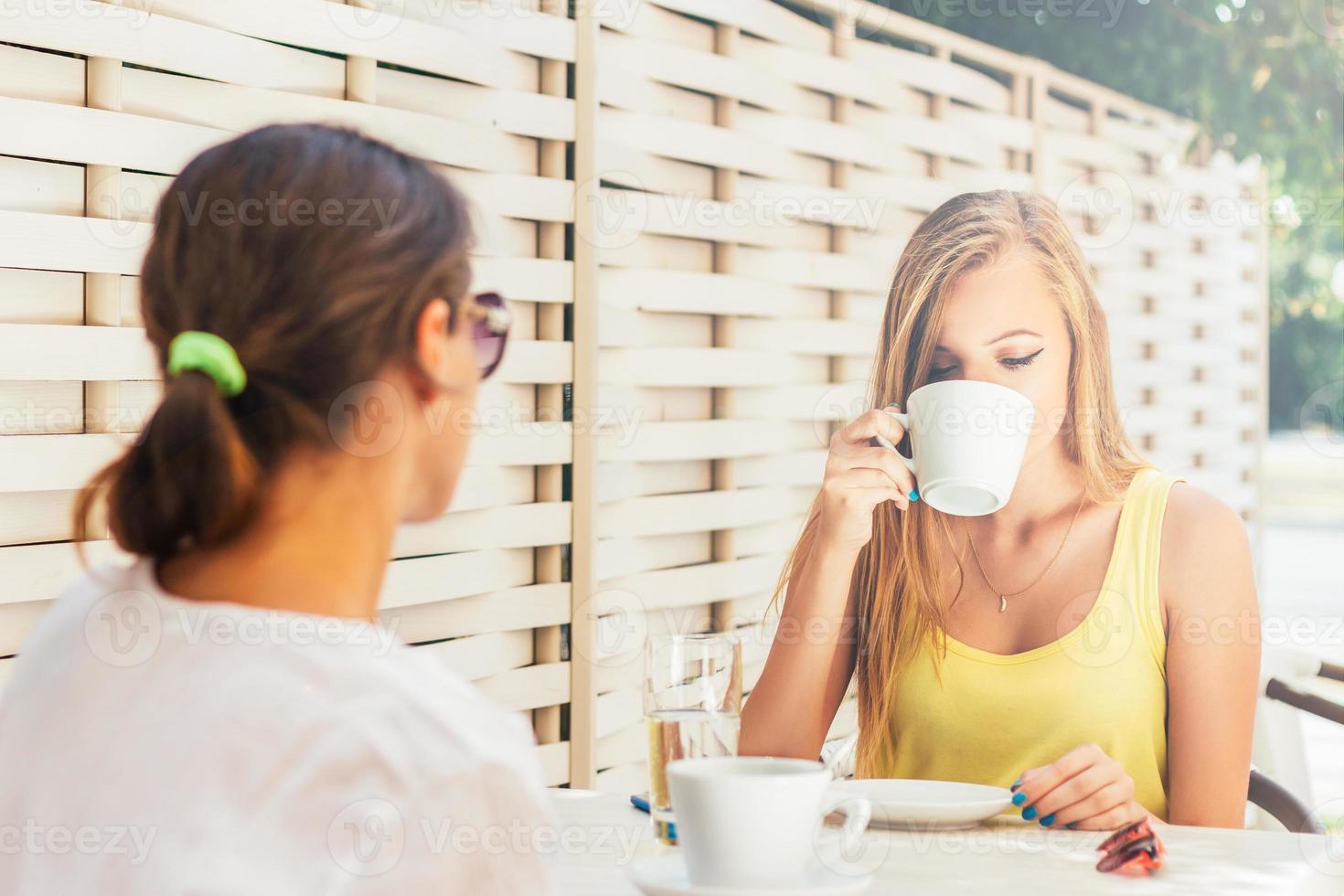 genieten in de koffie foto