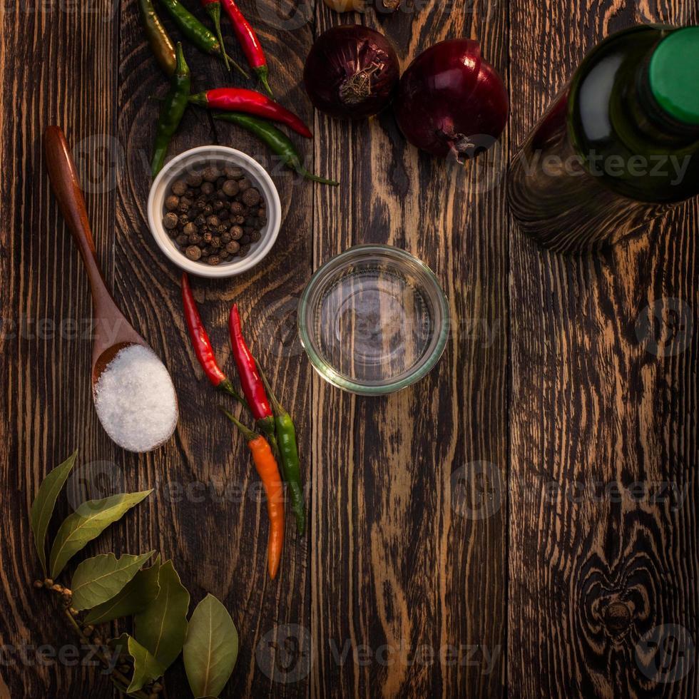 kruiden op tafel foto