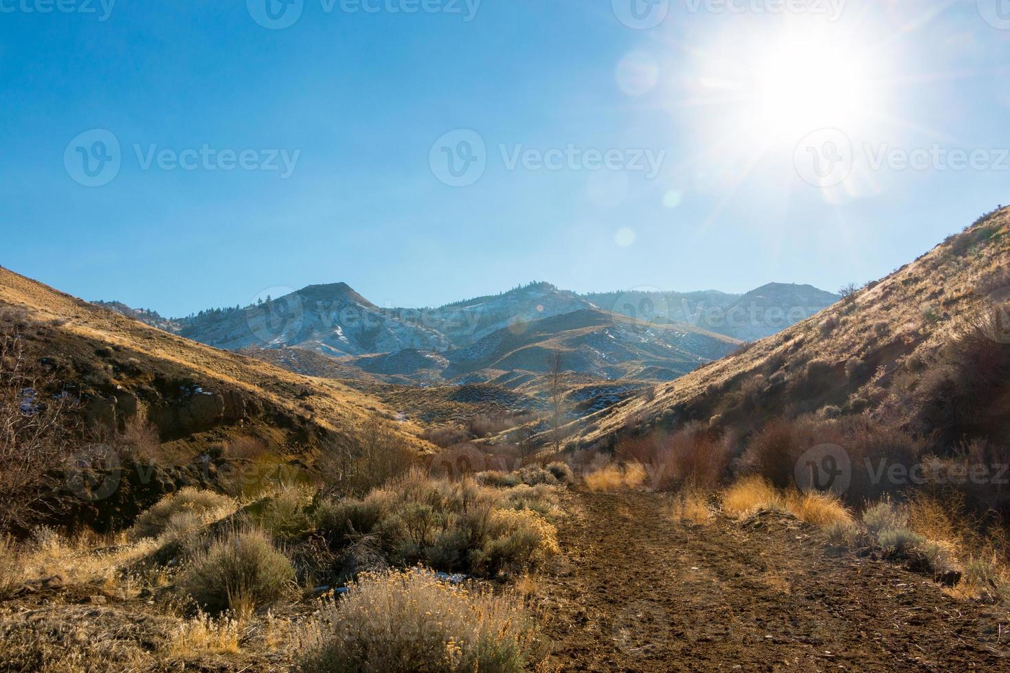 Sunburst Sierra Nevada bergen, woestijnlandschap foto